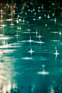 raindrops_falling_onto_water